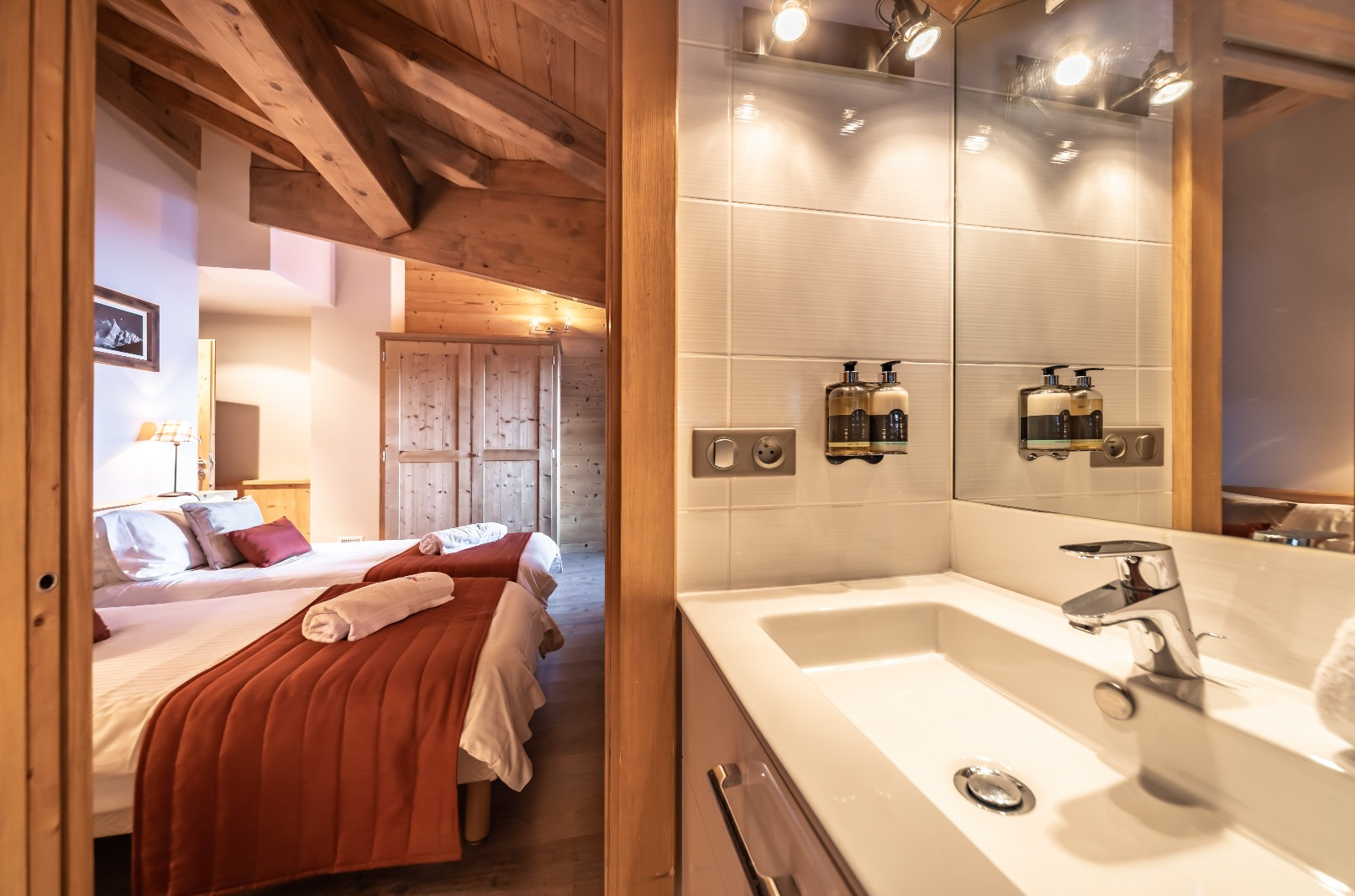 Le Mur Suisse Ensuite Shower Room